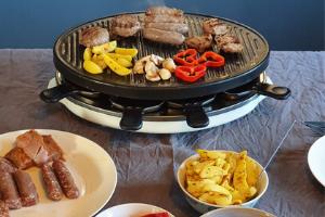gourmetten met gourmetvlees van de leentjeshoeve