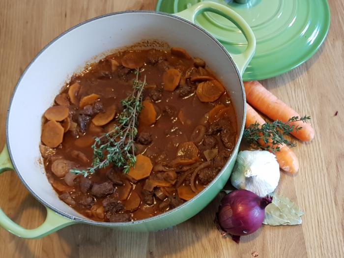 Stoofpot, hachee, stoofschotel maken met luxe rundvlees van de Leentjeshoeve Horssen, maas en waal